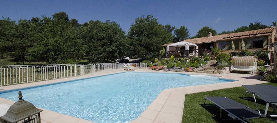 Les attraits d 39 une location de vacances cassis for Piscine cassis